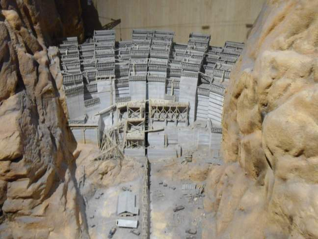 Model showing construction of Hoover Dam in interlocked sections