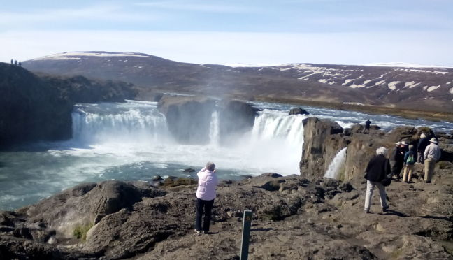 Our tour group and photos of Gullfoss