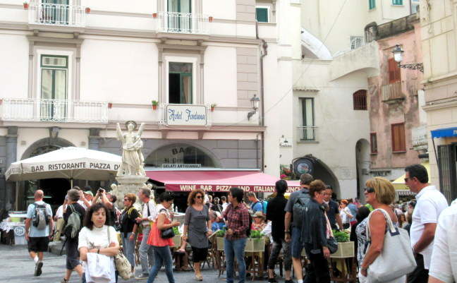 Street crowd in Positano
